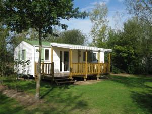 Mobile home 3 chambres avec terrasse bois semi couverte sur très grand emplacement