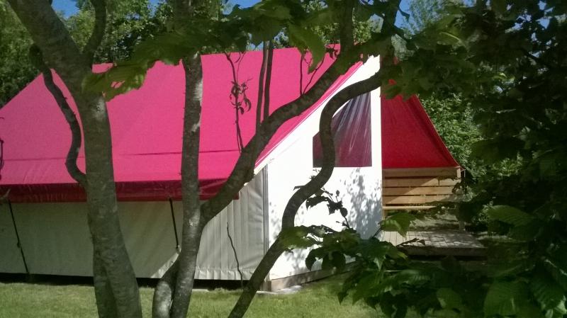 Location tente aménagée camping