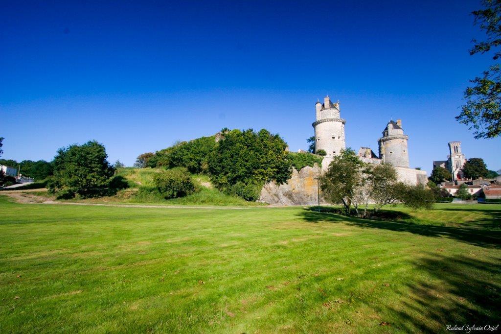 chateau Apremont et jardins