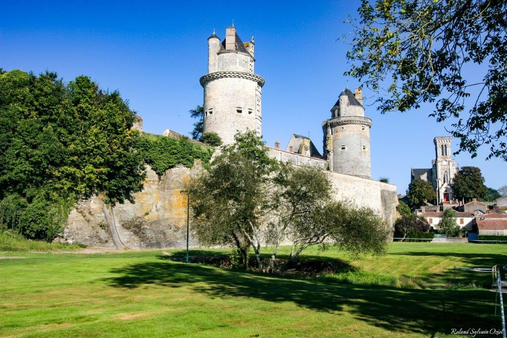 chateau Apremont
