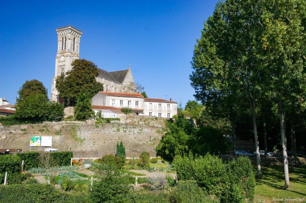 chateau Apremont
