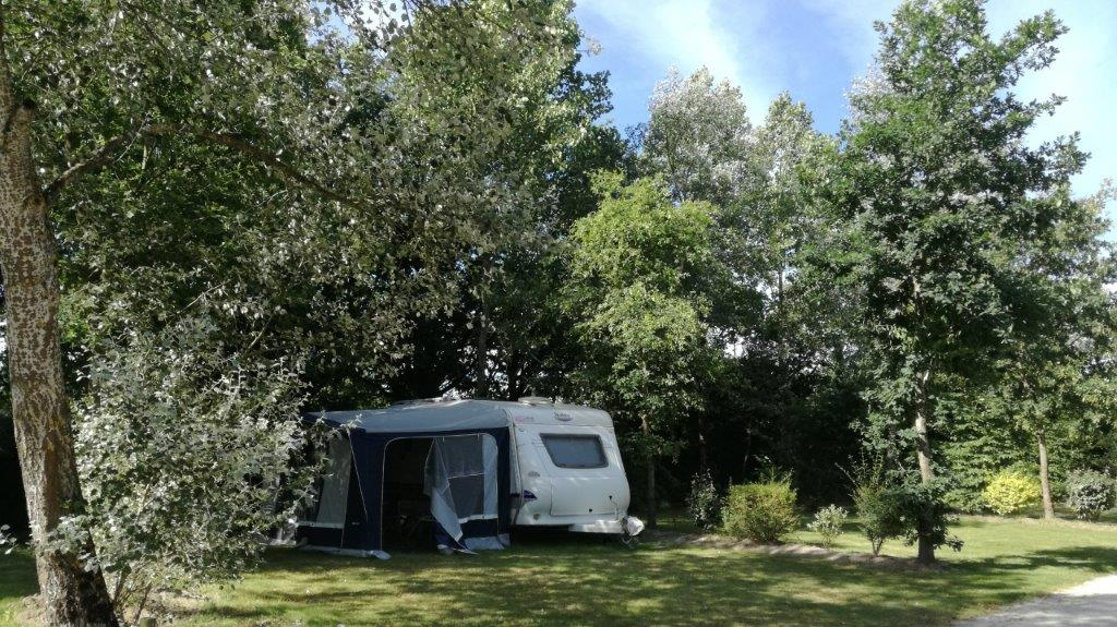 emplacement camping ombragé